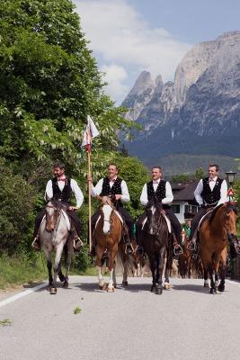 Festzug anläßlich des 36. Oswald von Wolkenstein Ritt in Völs am Schlern. Foto: rubra