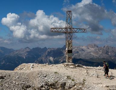 Gipfelkreuz auf dem Sass Pordoi.