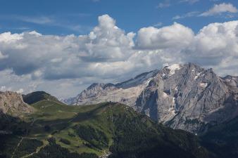 Gletschergebiet Marmolata im Sommer.